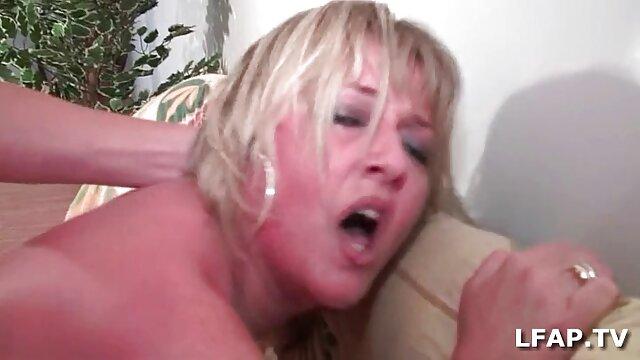 Sirvienta se folla al dueño con un arnés mejor pagina porno en hd