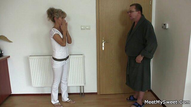 Kinky Family - Adria Rae - seduce a su padrastro por descargar petardashd su video blog