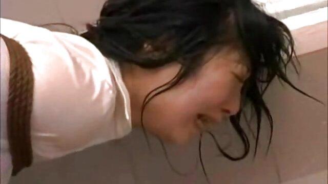 Increíble en forma rubia asiaticas hd milf se masturba y folla consolador