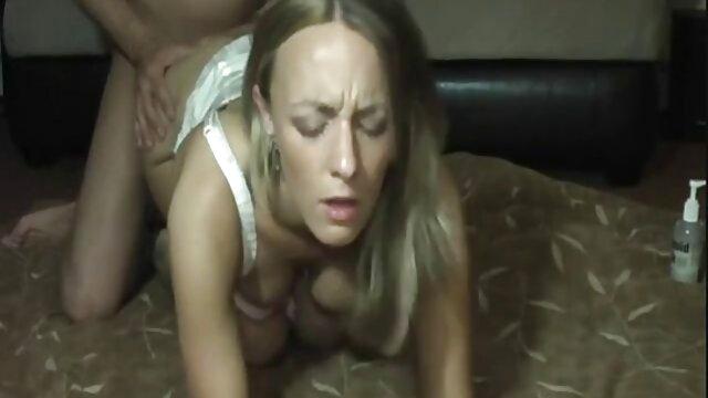 ¡La chica descarada videos pornos xxx hd gratis Charlie Lynn se masturba en su cómodo sofá!