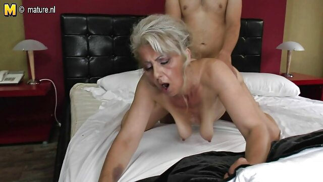 2 chicas se besan y otra se tira pedos en la cara filmulete pornoxxx