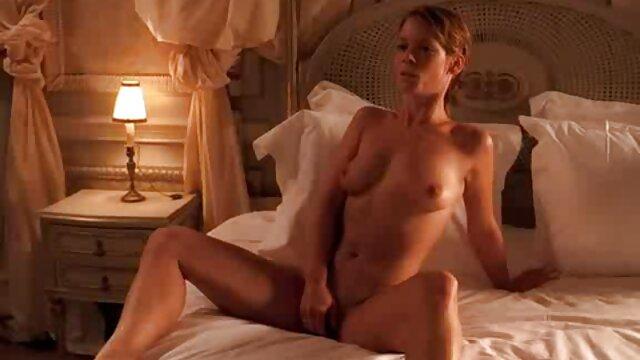 BBC porno para descargar gratis hd entra en el estrecho y fértil agujero del amor de una adolescente